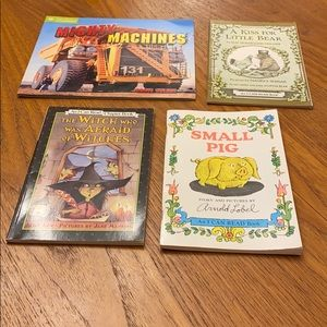 "Lot of 4 ""I can read"" level 4 books"